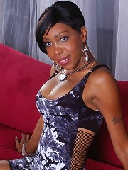 Irresistible Ebony Tgirl Posing Her Sweet Body Just For You